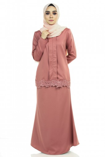 AYUNIA KEBAYA WITH LACE BORDER